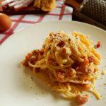 spaghetti carbonar huevo queso pimienta