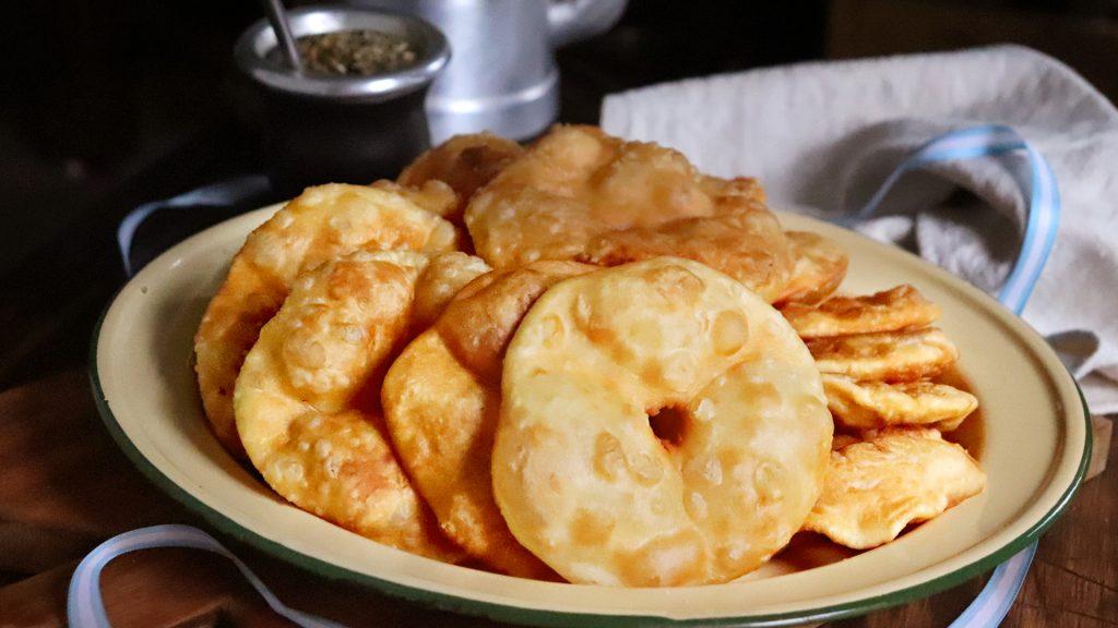 tortas fritas con grasa tradicional argentina mate